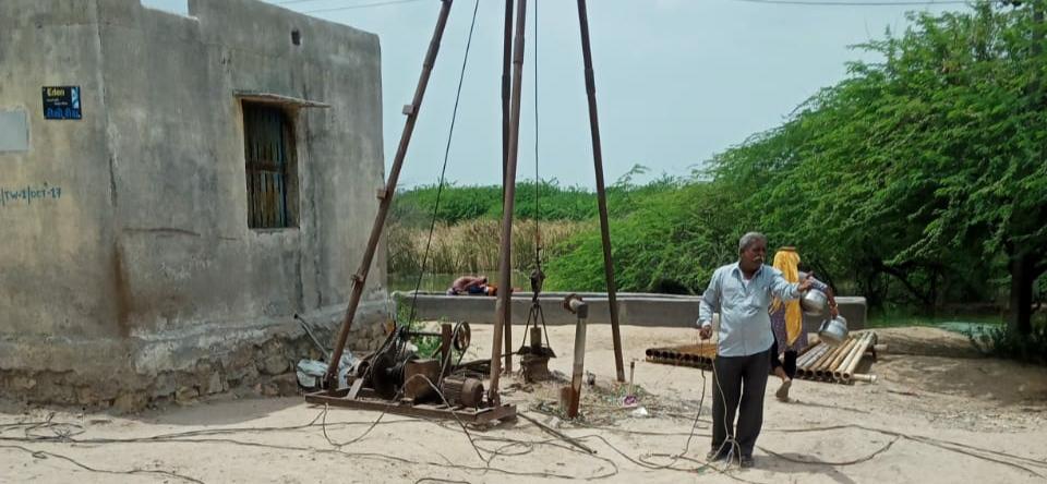 પાણી સમસ્યા સર્જાયા બાદ સુરેલમાં પાણી પુરવઠો નિયમિત મળતો થાય તે માટે કામગીરી શરૂ કરાઈ - Divya Bhaskar