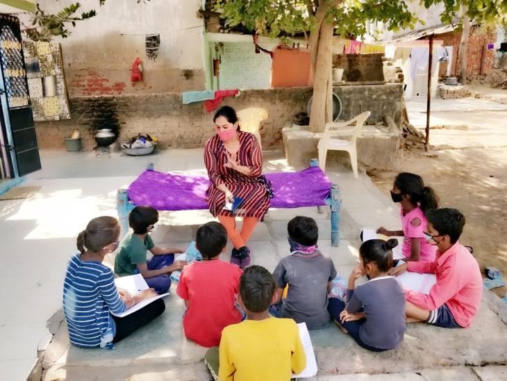 અમદાવાદ જિલ્લાની પ્રાથમિક શાળાના શિક્ષકો વિદ્યાર્થીઓને આપી રહ્યા છે શેરી શિક્ષણ|વિરમગામ,Viramgam - Divya Bhaskar