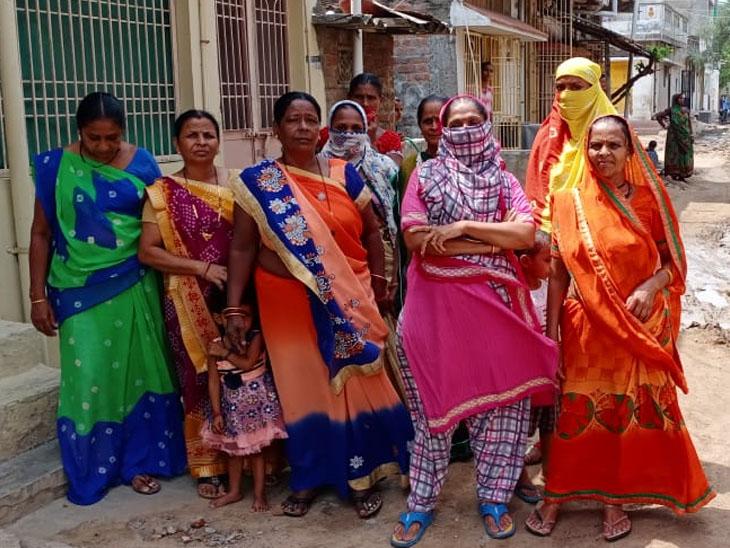 હાલોલ પ્રેમ એસ્ટેટ વિસ્તારમાં ગંદકીની ભરમારથી રહીશો પરેશાની વેઠી રહ્યા છે - Divya Bhaskar