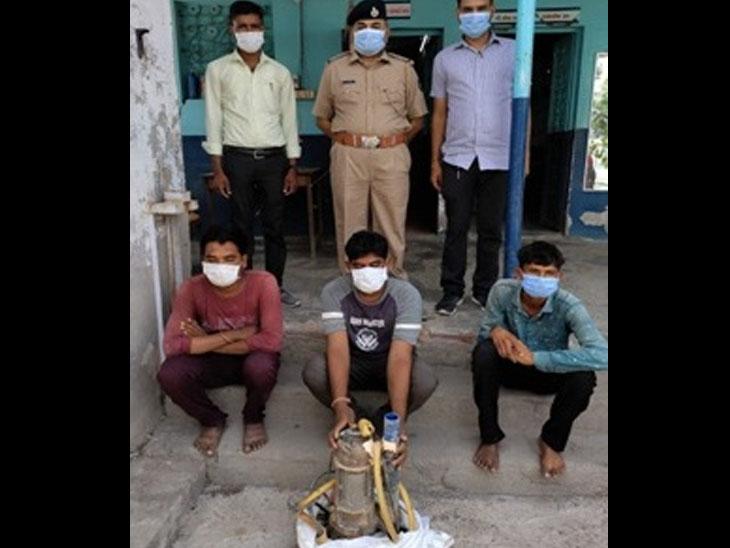 સાણંદ GIDCની કંપનીમાંથી પાણીની મોટર ચોરી કરનારા ૩ ઝબ્બે|સાણંદ,Sanand - Divya Bhaskar