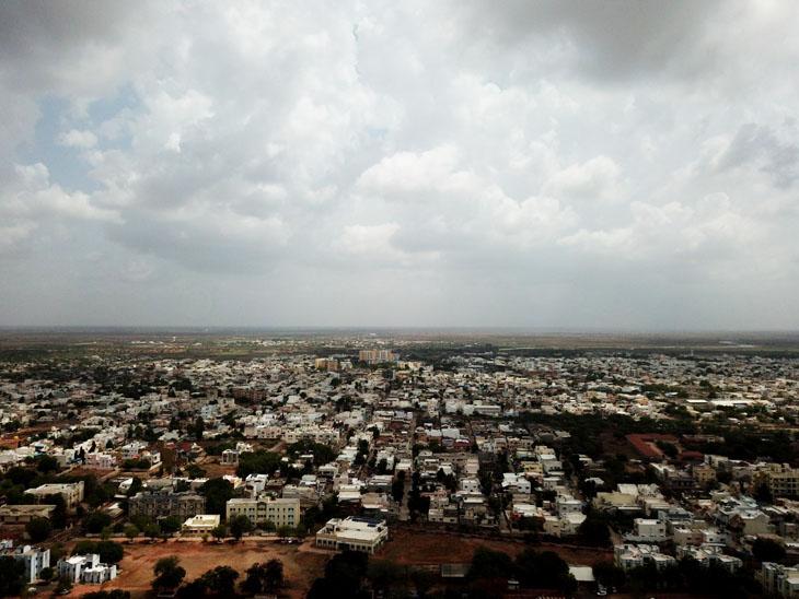 1.78 હેક્ટરમાં વાવેલો ખરીફ પાક સુકાવાનો ભય, અત્યાર સુધીમાં માત્ર 3.4 ઈંચ જ વરસાદ સુરેન્દ્રનગર,Surendranagar - Divya Bhaskar