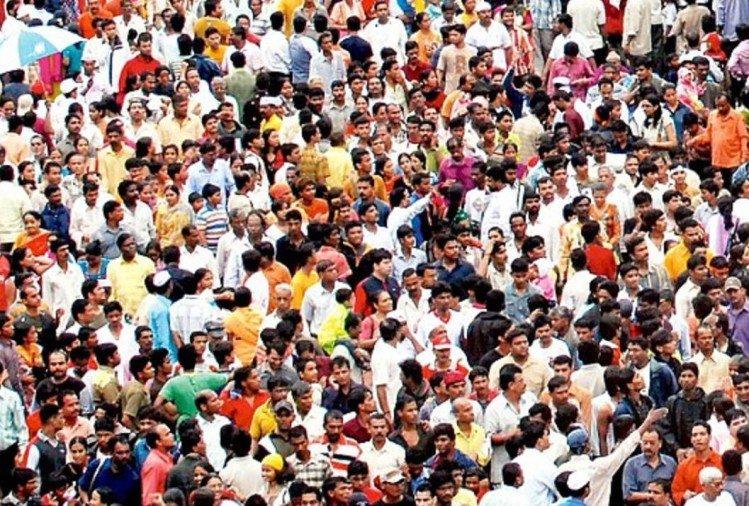 પિટિશનમાં જણાવાયું છે કે ભારતમાં 50 ટકા સમસ્યાઓનું મૂળ વસ્તી વિસ્ફોટ છે.