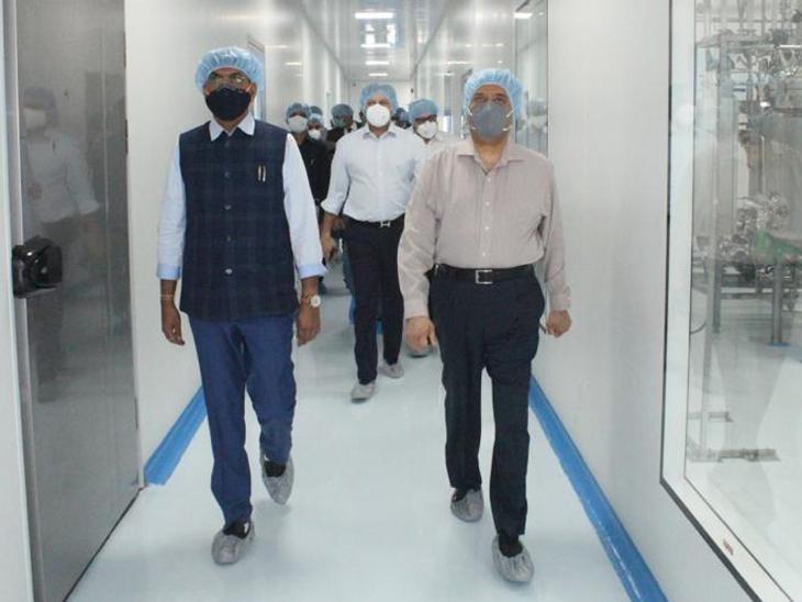 કેન્દ્રીય મંત્રી મનસુખ માંડવિયાએ ઝાયડસ બાયોટેકની મુલાકાત લીધી, આ મહિને કેન્દ્રને કુલ 13 કરોડ ડોઝ મળશે|અમદાવાદ,Ahmedabad - Divya Bhaskar