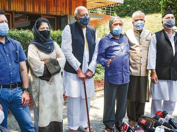 ગુપકાર નેતાઓનું કહેવું છે કે PMની બેઠકમાં રાજકીય કેદિઓનો છુટકારો સહિત વિશ્વાસ કાયમ કરવા અંગે કંઈ જ ન કહેવામા આવ્યું. - Divya Bhaskar