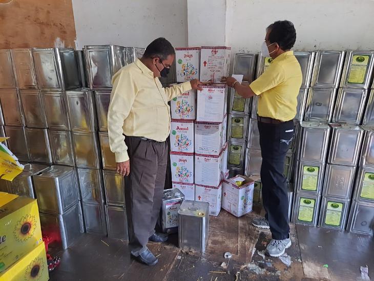 રાજકોટમાં આરોગ્ય વિભાગના ખાદ્યતેલ અને ઘીના વેપારી પર દરોડા, તેલના 395 ડબ્બા અને અમુલ ઘીના 20 ડબ્બા સીઝ કર્યા રાજકોટ,Rajkot - Divya Bhaskar