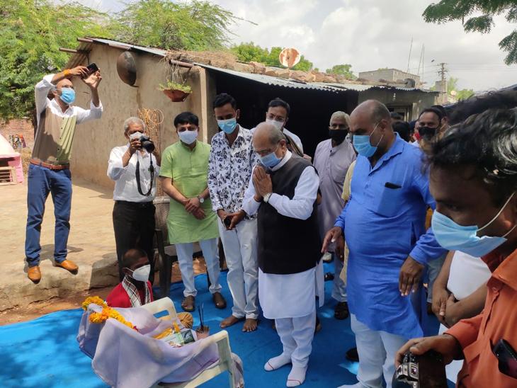 મૃતક જીવદયા પ્રેમીના ઘરની મુલાકાતે શિક્ષણમંત્રી - Divya Bhaskar