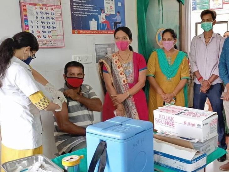 ખેડામાં 169 દિવસ માં 39.40 ટકા લોકોએ વેક્સિન લીધી નડિયાદ,Nadiad - Divya Bhaskar