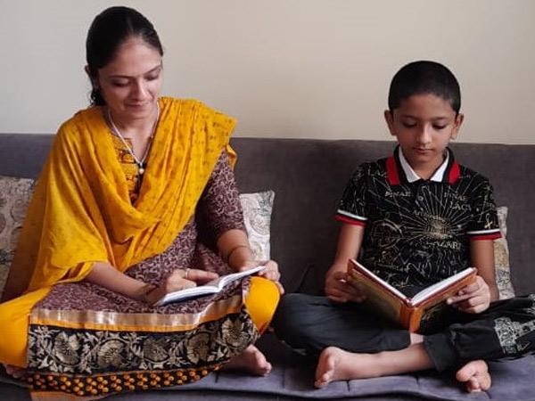 માતા સાથે ઋષિની તસવીર - Divya Bhaskar