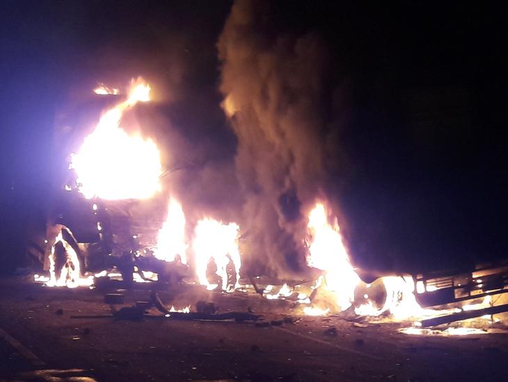 પારડી હાઇવે પર અકસ્માત બાદ બે ટેમ્પા અને ટ્રકમાં આગ લાગતા વાહનવ્યવહાર ખોરવાયો.