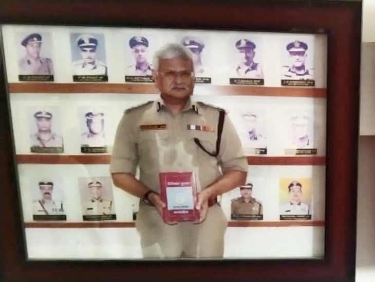 દરિયાપુરના મનપસંદ જીમખાનામાં જુગારધામ ઝડપાયું, દીવાલ પર IPS અધિકારીઓની તસવીરો લગાવાઈ હતી|અમદાવાદ,Ahmedabad - Divya Bhaskar