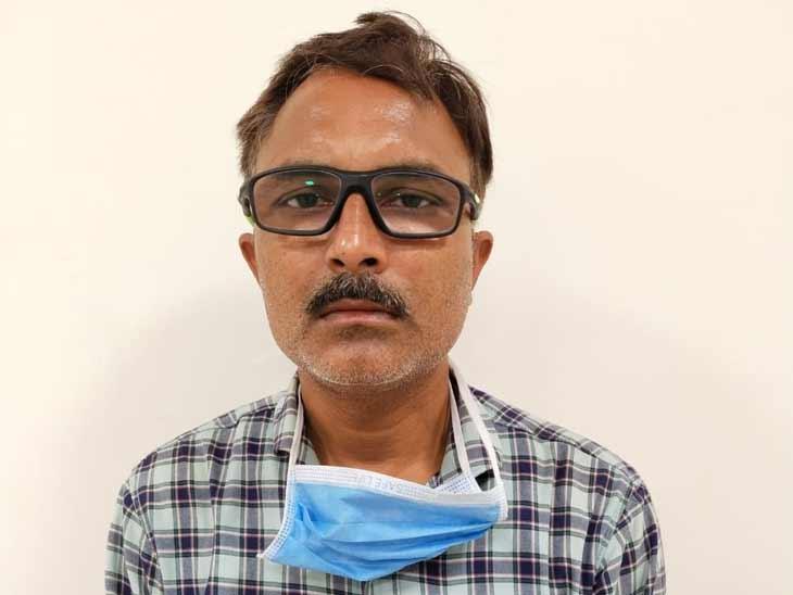 કઠવાડામાં 6 હજારની લાંચ લેતા AMCના વોર્ડ સબ ઈન્સ્પેક્ટર રંગે હાથ ઝડપાયા, અટકાયત|અમદાવાદ,Ahmedabad - Divya Bhaskar