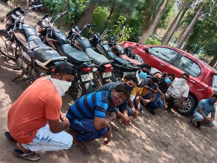 મોડાસામાં સ્ટંટ કરતા 8 શખ્સોને પોલીસે ઝડપી લીધા હતા. - Divya Bhaskar