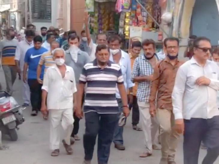 પદયાત્રા કરી સોમનાથ જતા વેપારીઓ - Divya Bhaskar