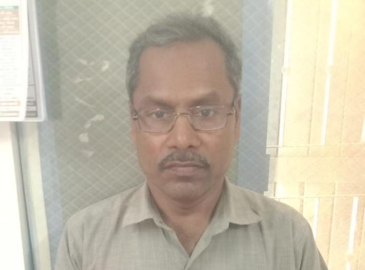 નકલી ડોક્ટર બળદેવ દેસાઈની તસવીર - Divya Bhaskar