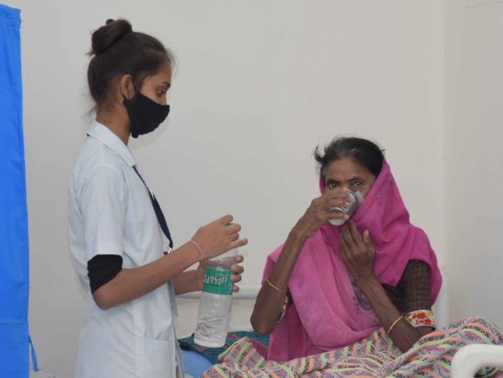 રાજ્ય સરકારે અમદાવાદ બાદ વડોદરામાં પી.પી.પી. હેઠળ આવા દર્દીઓ માટે પેલિએટિવ કેર એટલે કે સારસંભાળ સેવા શરૂ કરી છે - Divya Bhaskar