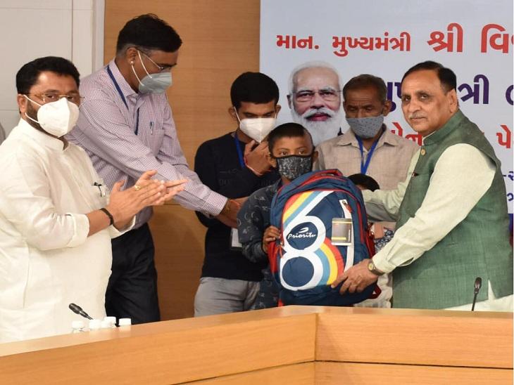 રાજ્યમાં કોરોનાથી માતા-પિતાની છત્રછાયા ગુમાવનારા 776 બાળકોને રૂ.4000ની માસિક સહાય ચૂકવાઈ, બાળકોને 18 વર્ષ સુધી મળશે સહાય|અમદાવાદ,Ahmedabad - Divya Bhaskar