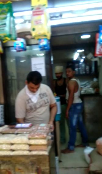 માસ્ક વિના કામ કરી રહેલા કાલુપુર ચોખા બજારના વેપારી