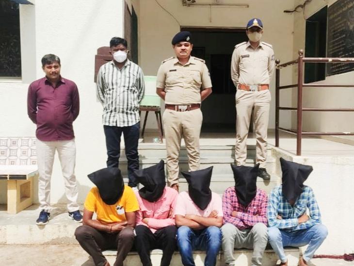 ખેરડીમાં ફાયરિંગના બનાવમાં પોલીસે 5 શખસને ઝડપી લીધા હતા. - Divya Bhaskar
