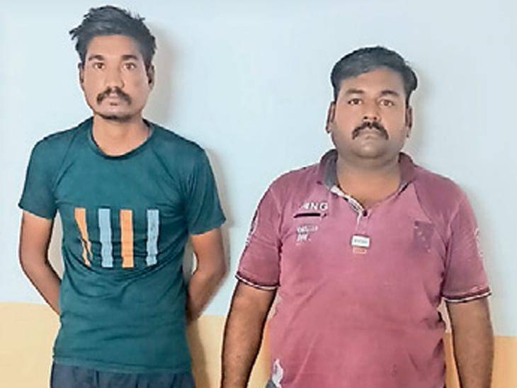 લીમખેડા પોલીસે મોટીવાવ ગામેથી બોલેરો ગાડીમાં દારૂ લઇ જતા ઝાલોદ તાલુકાના બે વ્યક્તિને ઝડપી પાડયા હતા. - Divya Bhaskar