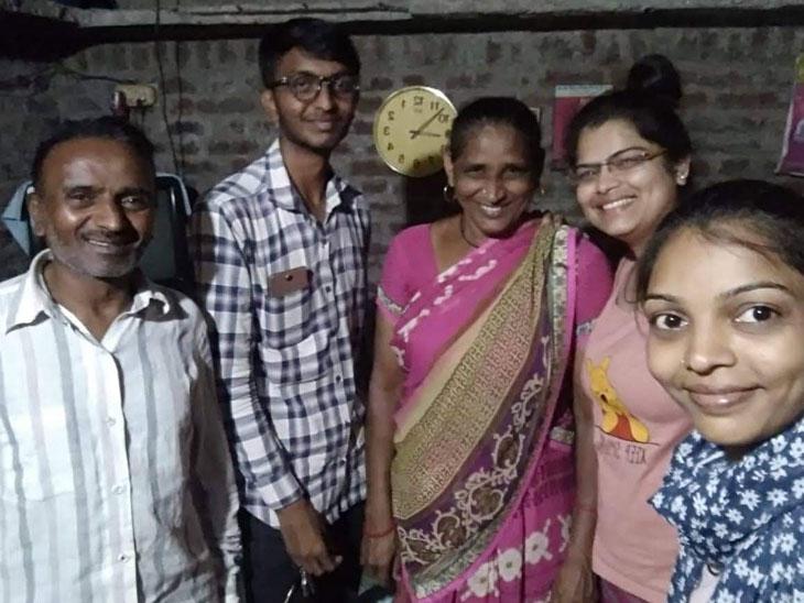 પિતા સહિત તેમની પત્ની, બે પુત્રી અને પુત્રની તસવીર - Divya Bhaskar