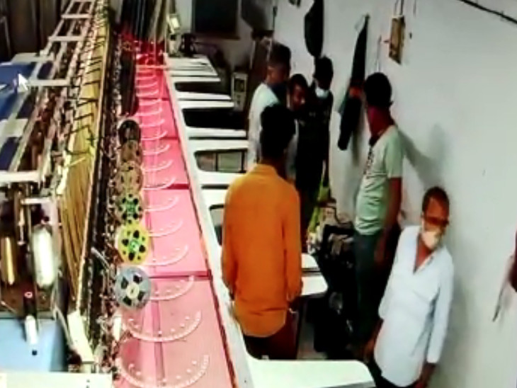 સુરતમાં કારખાનામાંથી કારીગરને બંધક બનાવી 20 લાખના એમ્બ્રોડરીના મશીનની લૂંટ, જે બે સગાભાઈઓને ધંધો શીખવ્યો તેણે જ કારખાનેદારને લૂંટી લીધો|સુરત,Surat - Divya Bhaskar