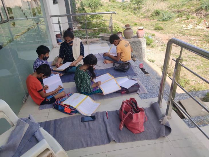 વિદ્યાર્થીઓના ઘરે જઇ શિક્ષણ.