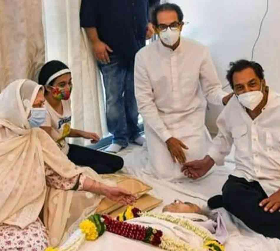 મહારાષ્ટ્રના CMએ દિલીપ કુમારને શ્રદ્ધાંજલિ પાઠવી હતી