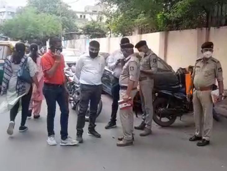 રાજકોટમાં 2 શખસે જૂનાગઢના સોની વેપારીને આંતરી ક્રાઇમ બ્રાન્ચની ઓળખ આપી, બંદુકની અણીએ 24 લાખના સોનાના 5 બિસ્કીટની લૂંટ કરી|રાજકોટ,Rajkot - Divya Bhaskar