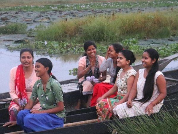 આસામની 6 મહિલાઓએ તળાવમાં ઊગતી નકામી વનસ્પતિમાંથી બાયોડિગ્રેડેબલ યોગા મેટ્સ બનાવી, ગામની મહિલાઓને ફ્રીમાં ટ્રેનિંગ આપે છે|લાઇફસ્ટાઇલ,Lifestyle - Divya Bhaskar