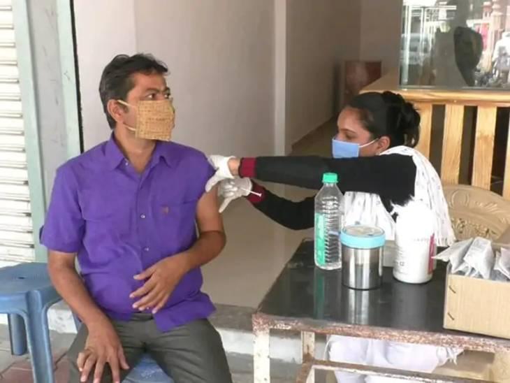 વેપારીઓની વ્યથા, સતત ત્રણ દિવસ વેક્સિનેશન બંધ રહેવાથી 10 જુલાઈ સુધીમાં નહીં લઈ શકે વેક્સિન|અમદાવાદ,Ahmedabad - Divya Bhaskar