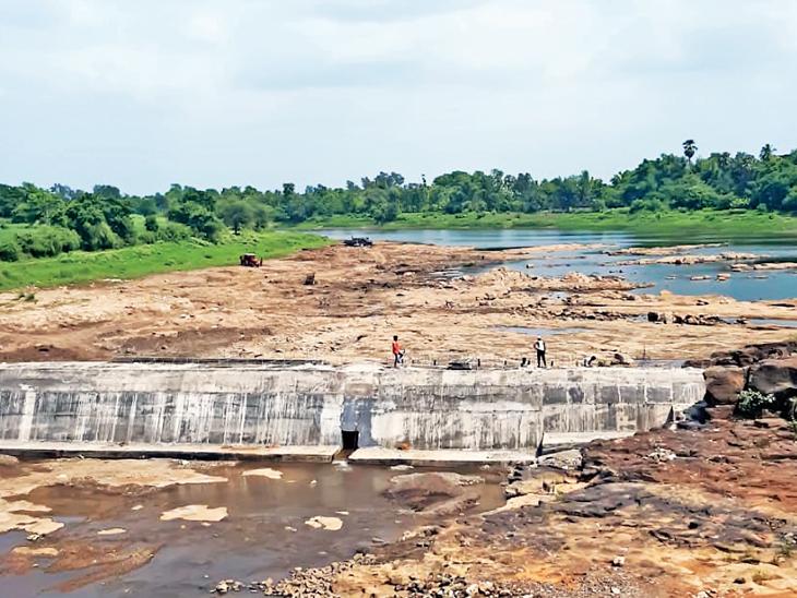 વરસાદ ખેંચાતા જુલાઇના પ્રારંભે છલકાઇ ઉઠતો મધર ઇન્ડિયા ડેમ આ વખતે તળિયાઝાટક બારડોલી,Bardoli - Divya Bhaskar