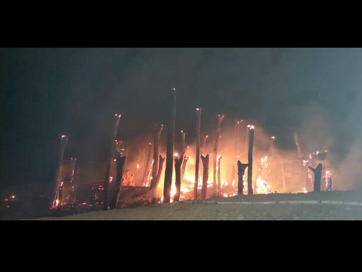 મકાનમા આગ લાગતા આખું ઘર સ્વાહા થયું. - Divya Bhaskar