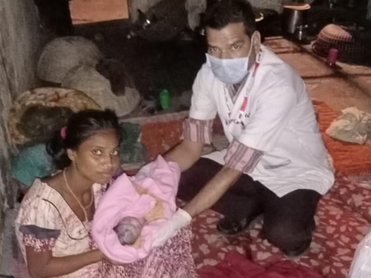 108ના સ્ટાફ દ્વારા સમય બગાડ્યા વગર ડિલિવરી કરાવીને માતા-પુત્રીનો જીવ બચાવ્યો હતો. - Divya Bhaskar