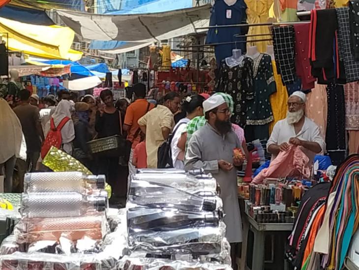 સુરતના બજારોમાં કોરોનાની ત્રીજી લહેરને આમંત્રણ આપતા દ્રશ્યો, 30 ટકા લોકો માસ્ક વગર તો 25 ટકા યોગ્ય માસ્ક વગર દેખાયા|સુરત,Surat - Divya Bhaskar