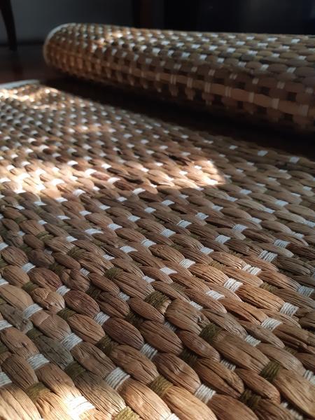 ઘાસમાંથી બનાવેલી બાયોડિગ્રેડેબલ યોગા મેટ્સ