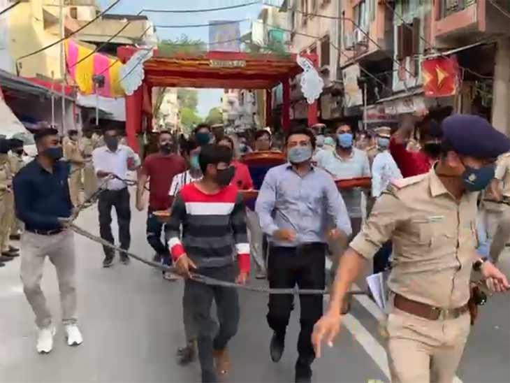રથયાત્રાના રૂટ પર કર્ફ્યૂનું અમદાવાદ પોલીસ કમિશનરે જાહેરનામું બહાર પાડ્યું, કોઈ ઘર બહાર નીકળશે તો કાર્યવાહી થશે|અમદાવાદ,Ahmedabad - Divya Bhaskar
