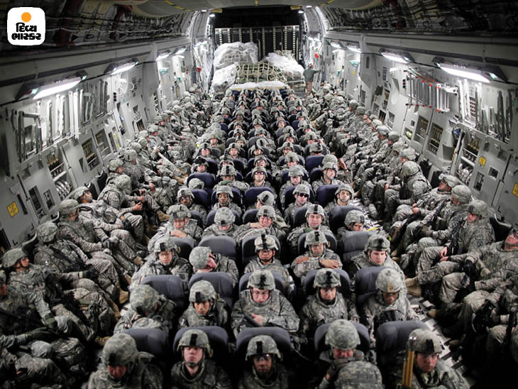 એપ્રિલ 2010: સૈન્ય પરિવહન વિમાન દ્વારા મઝાર-એ-શરીફ પહોંચતાં પહેલાં યુએસ સૈન્યની વિશાળ ટુકડી. આ દરમિયાન અમેરિકાએ સતત પોતાની સેના વધારી. ફોટો: ડેમન વિન્ટર