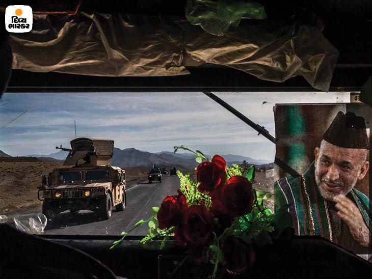 નવેમ્બર 2013: કાબુલને અફઘાનિસ્તાનનાં મુખ્ય શહેરો સાથે જોડતો હાઇવે નંબર 1 પર અમેરિકી સૈનિકનું સશસ્ત્ર બખ્તરબંધ પેટ્રોલિંગ વાહન હમવી. ફોટો: ડેનિયલ બેરેહુલાક