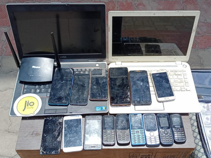 18 મોબાઇલ ફોન, બે લેપટોપ, બનાવટી યુ.એસ.ડી. 100 ડોલરની નોટોના 14 બંડલ, બ્લેક કાગળોનું બંડલ, સફેદ કાગળોનું બંડલ સહિતનો મુદ્દામાલ જપ્ત