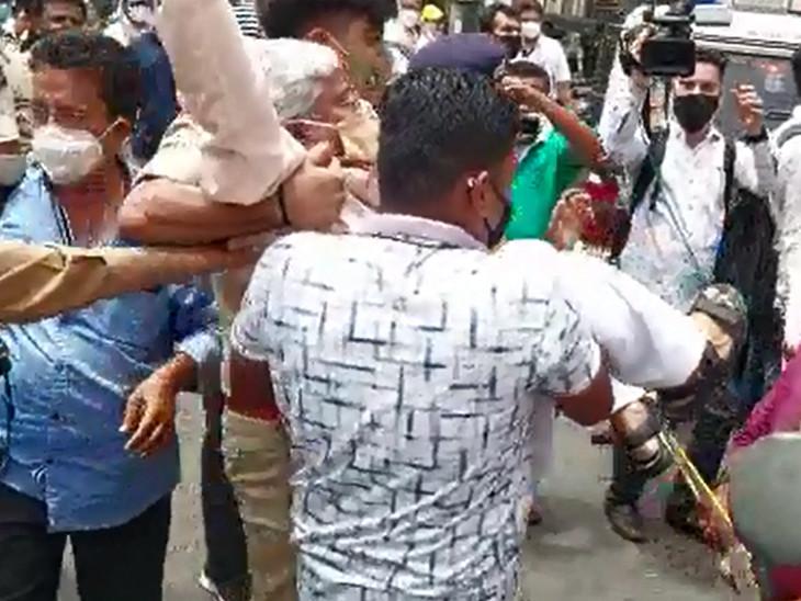 વાડી પોલીસે વિરોધ કરી રહેલા કોંગ્રેસના નેતાઓ અને કાર્યકરોની અટકાયત કરી હતી