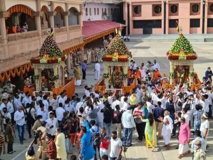 સોમવારે રથયાત્રા બપોરે જગન્નાથ મંદિર પરત ફર્યા બાદ ભક્તો દર્શનનો લાભ લઈ પ્રસાદ મેળવી શકશે અમદાવાદ,Ahmedabad - Divya Bhaskar