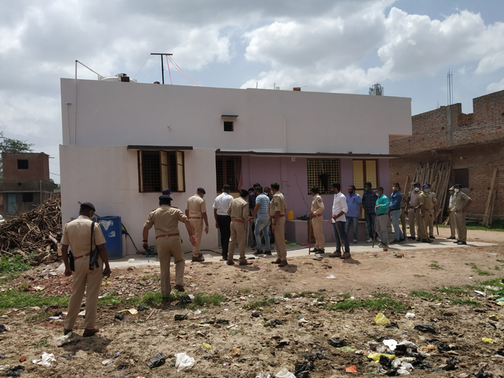 ગૌમાંશની તસ્કરીની શંકાએ વેજલપુરમાં છાપો મારવા ગયેલ પોલીસ પર ટોળાનો પથ્થરમારો|ગોધરા,Godhra - Divya Bhaskar