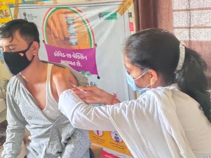 ચીકાસા અને નવીબંદર ગામે 18 પ્લસ તમામ લોકોએ રસી મુકાવી હતી. - Divya Bhaskar