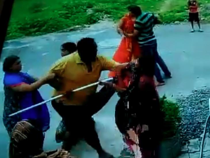 સુરતના પાંડેસરામાં ક્રિકેટના ઝઘડામાં મારામારી, પાડોશીએ દીકરી-દીકરાને બચાવવા આવેલી માતાને પણ ફટકારી|સુરત,Surat - Divya Bhaskar