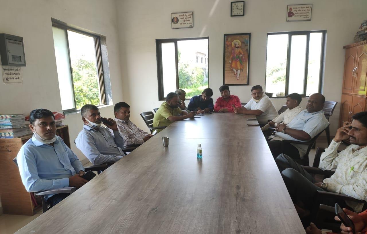 શેરી શાળા સંદર્ભે સંચાલક મંડળના હોદ્દેદારોની બેઠક પણ યોજાઇ હતી