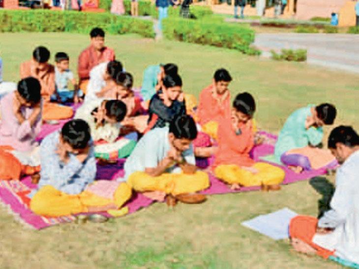 મહાદેવ મંદિરમાં 70 વર્ષથી કાર્યરત પાઠશાળામાં હાઇસ્કૂલ શરૂ કરવામાં આવશે. - Divya Bhaskar