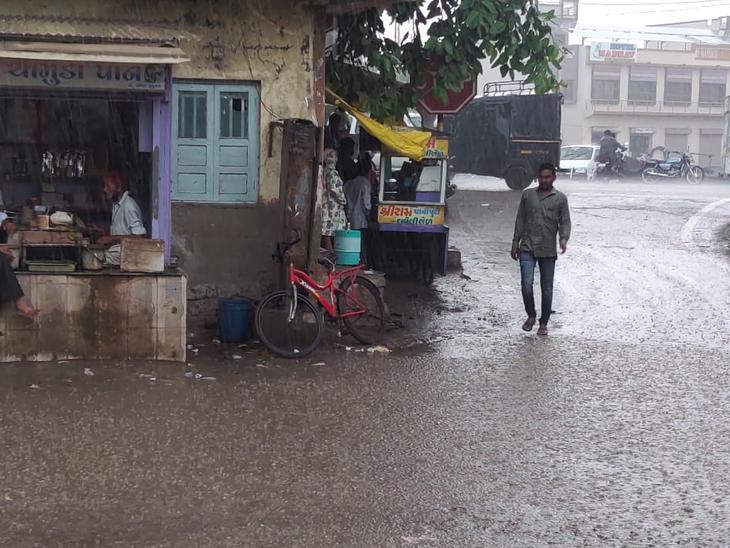 જિલ્લામાં વરસાદી ઝાપટાં, કુતિયાણામાં 11, રાણાવાવમાં 8 મીમી વરસાદ, માધવપુરમાં ઝાપટું પોરબંદર,Porbandar - Divya Bhaskar