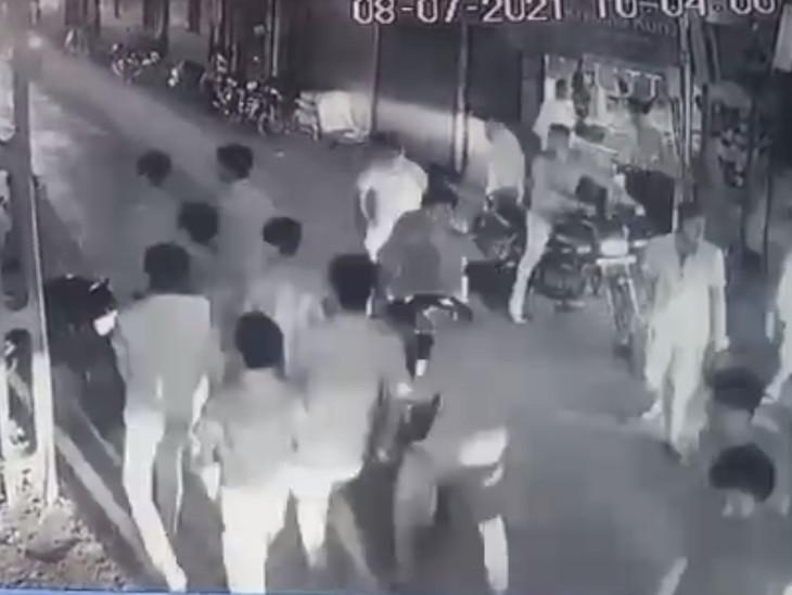 સુરતના પુણામાં બાઈક અકસ્માતના ઝઘડાની અદાવતમાં યુવક અને તેના ભાઈ પર ટોળાએ હુમલો કર્યો|સુરત,Surat - Divya Bhaskar