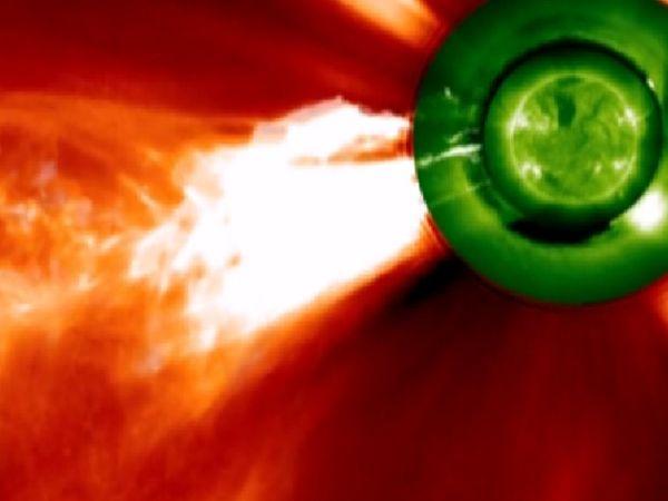 સોલર સાઇકલ દરમિયાન અબજો ટન ગરમ વાયુઓ પૃથ્વીનાં વાતાવરણમાં પ્રવેશે છે. તેમની સાથે સૂર્યમાંથી ચાર્જ થયેલા કણો પૃથ્વીના વાતાવરણમાં ચુંબકીય સ્ટૉર્મનું નિર્માણ કરે છે.