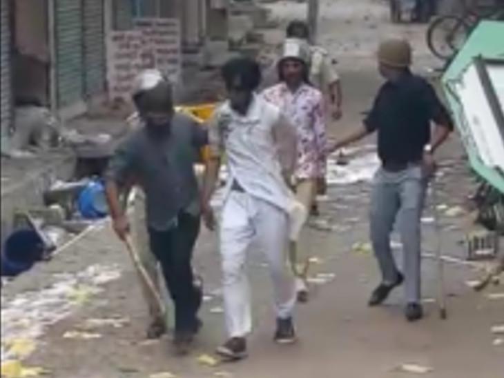કાલોલ પોલીસે 104 લોકો સામે નામજોગ ફરિયાદ નોંધી છે - Divya Bhaskar